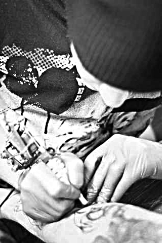 Мастер татуировки ARTI TATTOO